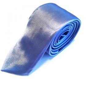 Lyseblåt slips med lilla skær